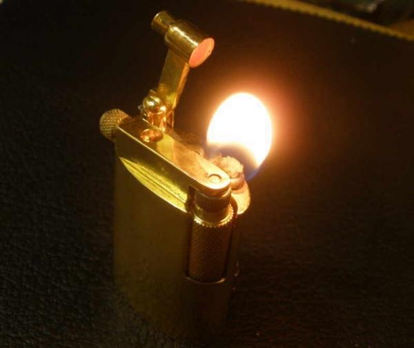 Зажигалки с вертикальным валиком (№53, 54).
