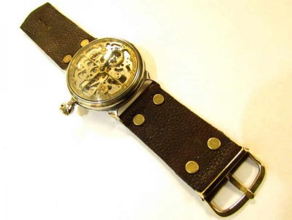 Несложный вариант переделки карманных часов в наручные.