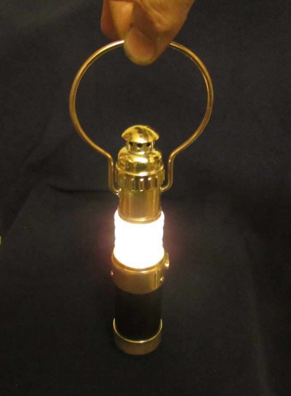 Лампа с линзой Френеля