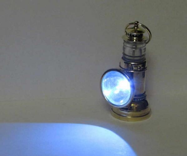 Фонарик с самопальным рефлектором.