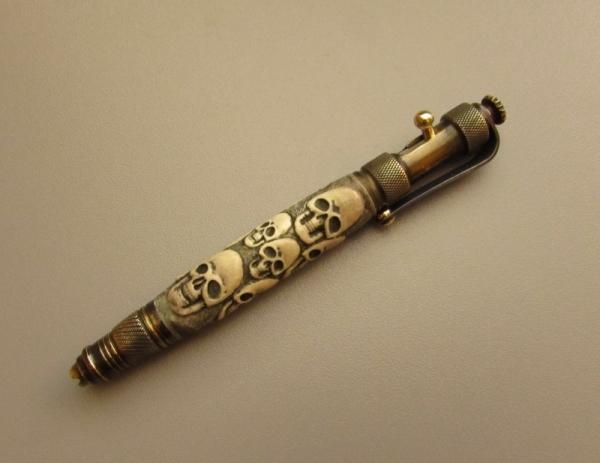 Две ручки с резьбой по кости. Черепа. №№11 и 12.