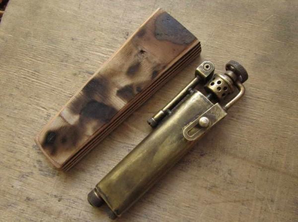 Чехол для зажигалки. Первый опыт пошива на Версале.