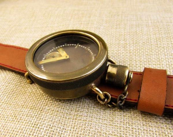 Часы боевого водолаза, на 100м погружения.