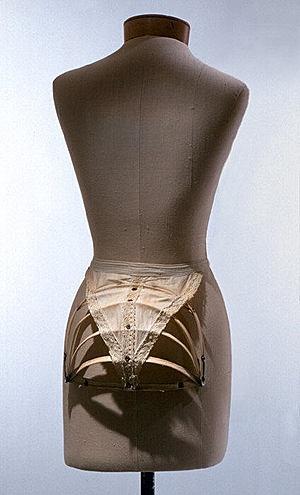 Викторианская эпоха. Корсет, турнюр, кринолин, кринолет. (Фото 21)