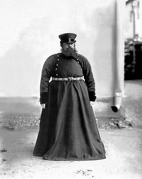 19 век... нет, уже не мода. Просто одежда.