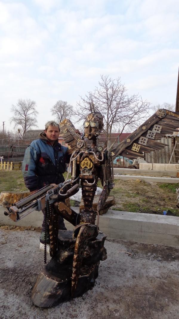 Мой МОНСТР, дерево-металл, и частично стим и трэш-арт, принимайте на обсуждение.. :)