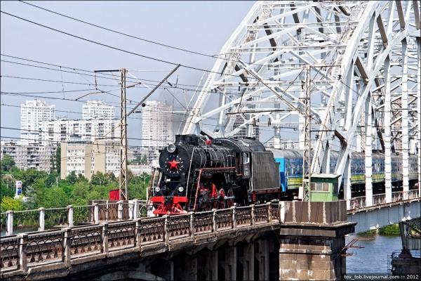 Ретро-паровоз в Киеве. (Фото 6)