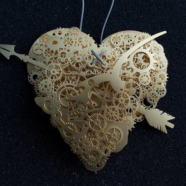 Резные сердца-механизмы