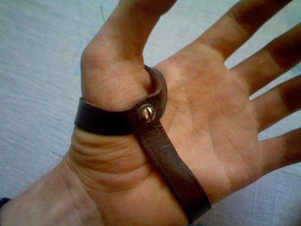 Браслет c компасом на тыльную сторону руки (Фото 3)