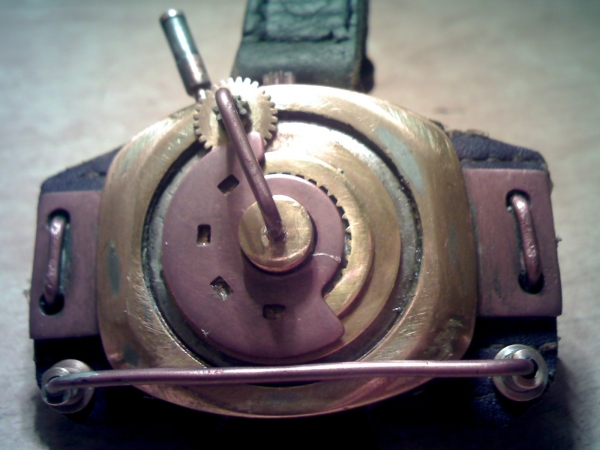 Браслет на тыльную сторону руки (…был, а после некоторой доработки получился просто обычный браслет на руку) (Фото 8)