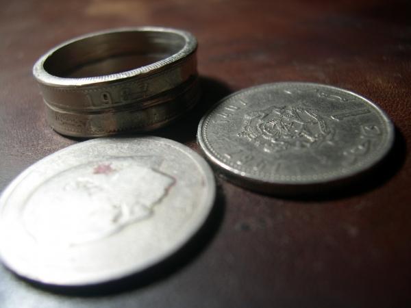 Кольцо из двух монет.
