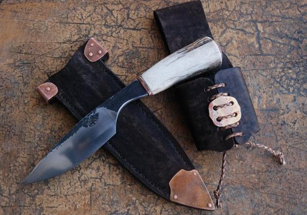 Нож в стиле стимпанк?.. заклепки, медь и кожа имеются. (Фото 2)