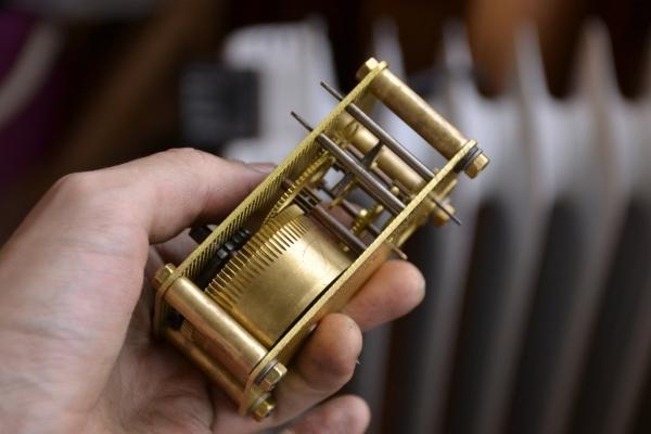 Часы с будильником 25000р (Фото 9)