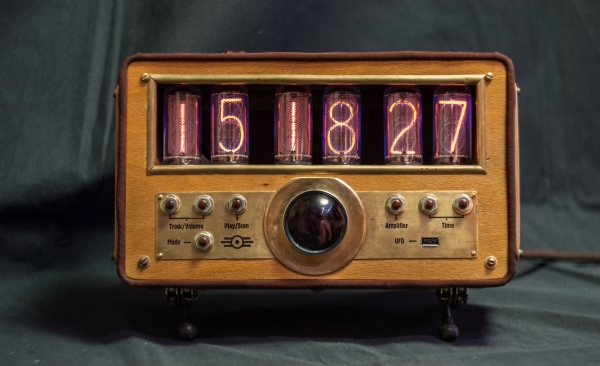 Часы Fallout Stereo Box v2