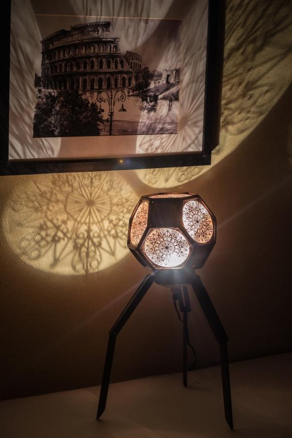 Светильник, эксперимент с проекциями.