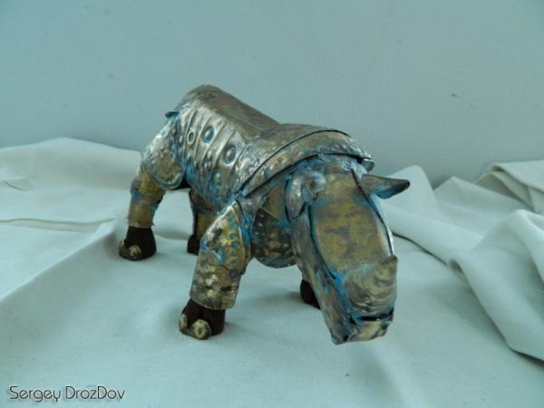 """Африканский носорог """"Iron Destroyer Hero"""" пустыни Египетской Репумспанклер"""