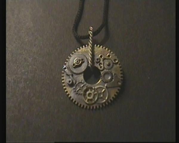 Пара кулонов (из старого).Шестеренки, детали часов, серебро.