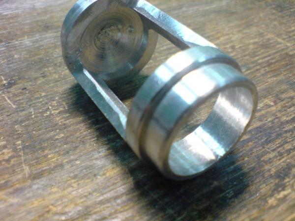 Пост-ядерный корпус для флешки. (Фото 3)