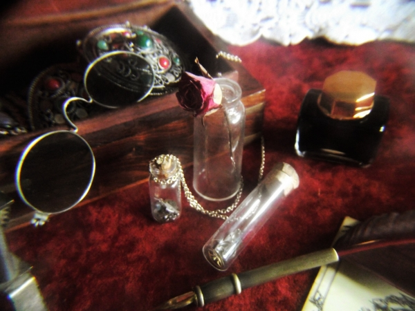На старом письменном столе (Фото 9)