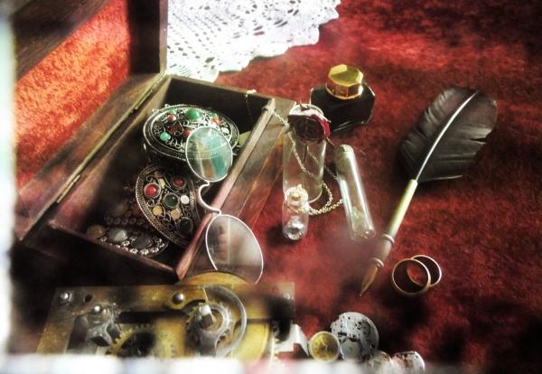 На старом письменном столе (Фото 10)