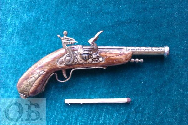 Миниатюрный пистолет с кремневым замком. (Фото 2)