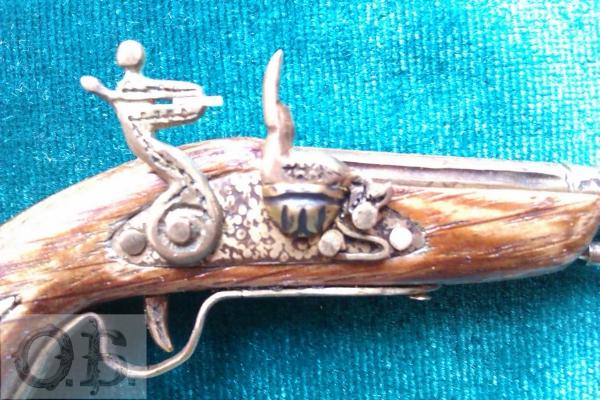 Миниатюрный пистолет с кремневым замком. (Фото 4)