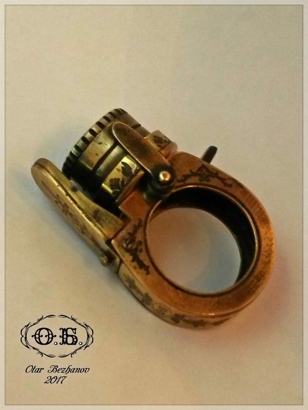 Перстень-Револьвер ( с контейнером )