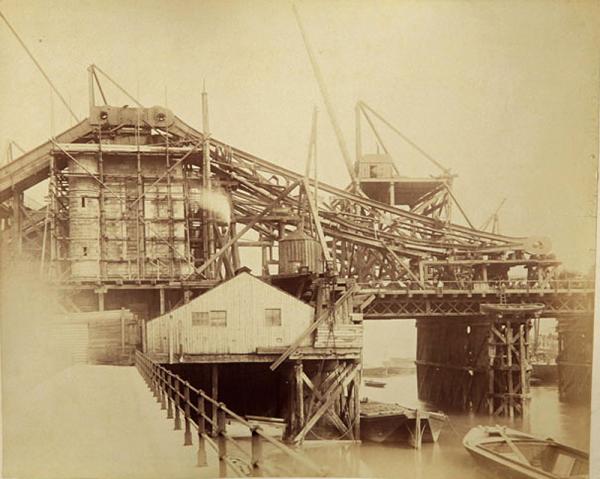 Строительство Тауэрского моста. (Фото 12)