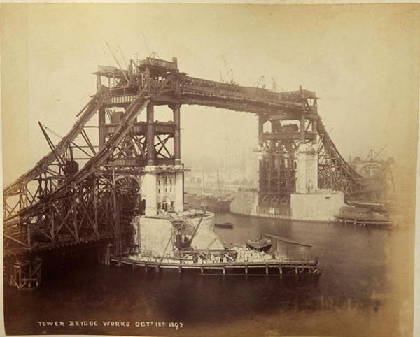 Строительство Тауэрского моста. (Фото 16)