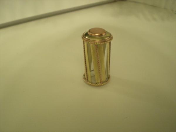 Прозрачная бензиновая зажигалка с колбой.