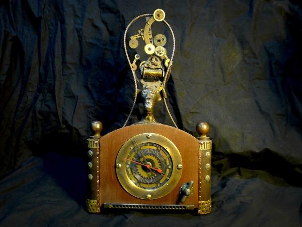 Каминные часы Сумашедший механик