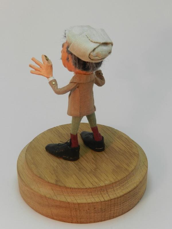 """Маленькая кукла """"Инспектор Лестрейд"""" (Фото 3)"""
