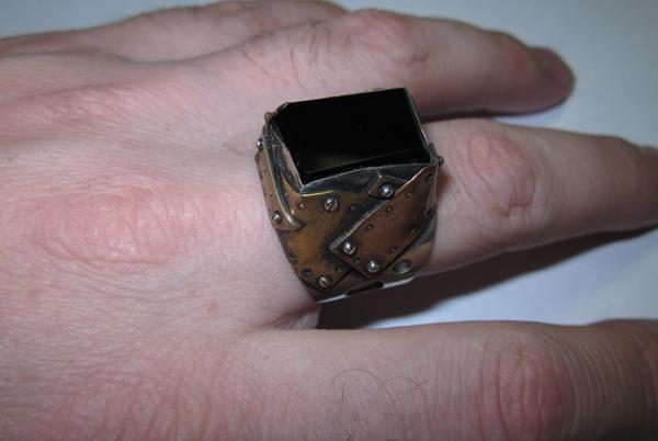 Кольцо из кусочков метала (Фото 4)