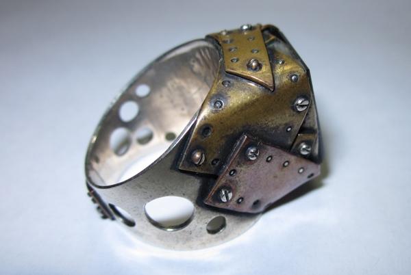 Кольцо из кусочков метала (Фото 2)