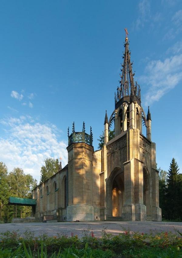 Действующая церковь в неоготическом стиле. Санкт-Петербург
