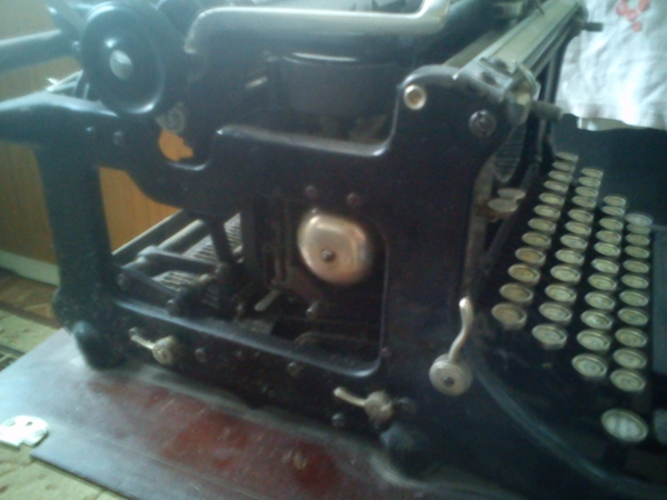 Пишущая машинка (Фото 2)