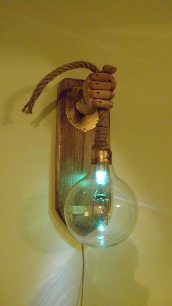 Лампа настенная. Почти стимпанк.