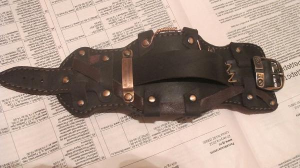 браслет(возможно для часов,возможно как отдельный аксессуар)