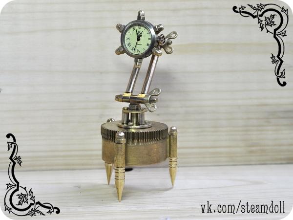 Настольные часы и серия часов-подвесок.