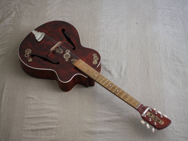 Гитара с элементами стимпанка. (Фото 8)
