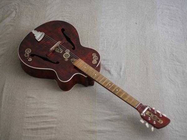 Гитара с элементами стимпанка. (Фото 2)