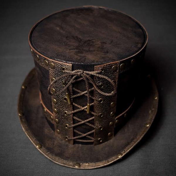 Шляпа цилиндр в стиле стимпанк с заклепками вид спереди