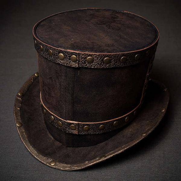 Шляпа цилиндр в стиле стимпанк с заклепками вид сзади