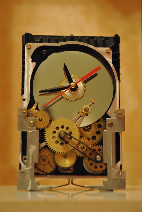 простенькие часы из харда HDD