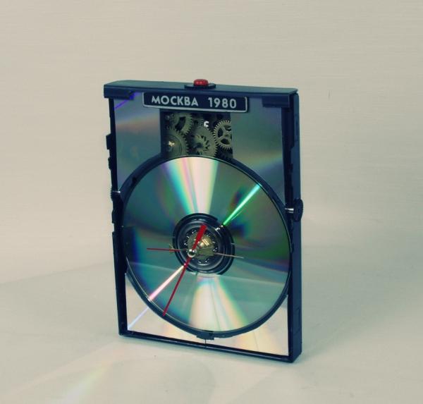 простенькие часы из DVD привода