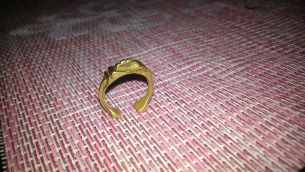 Цельно латунное кольцо с полушестерней.