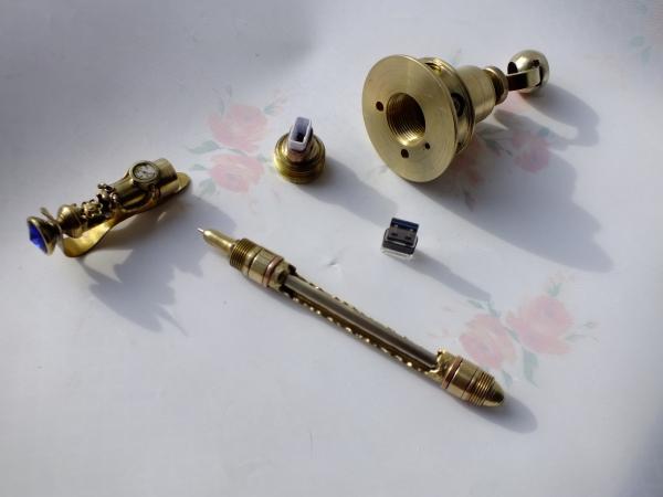 Ручка шариково-гелевая с подставкой и тайником )
