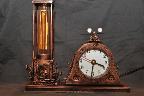 Два в одном. Часы и лампа.