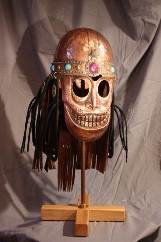 Медный шлем с маской-личиной