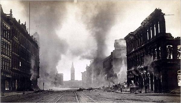 Торговая улица после землетрясения